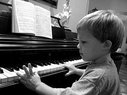 MÉTODO DE ACOMPAÑAMIENTO AL PIANO DE RITMOS POPULARES Y TRADICIONALES